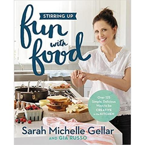 Amazon.com: Stirring Up Fun with Food: Over 115 Simple, Delicious Ways to Be Creative in the Kitchen (9781455538744): Sarah Michelle Gellar, Gia Russo: Books