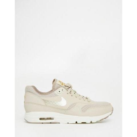 Nike | Nike - Air Max Essentials - Baskets - Beige chez ASOS