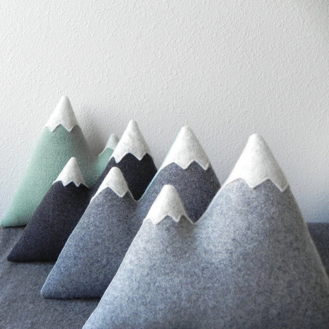 the Peaks  ORIGINAL modern wool mountain pillow par ThreeBadSeeds