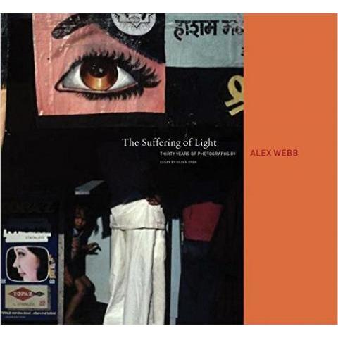 Amazon.fr - The Suffering of Light: Thirty Years of Photographs by Alex Webb - Geoff Dyer, Alex Webb - Livres