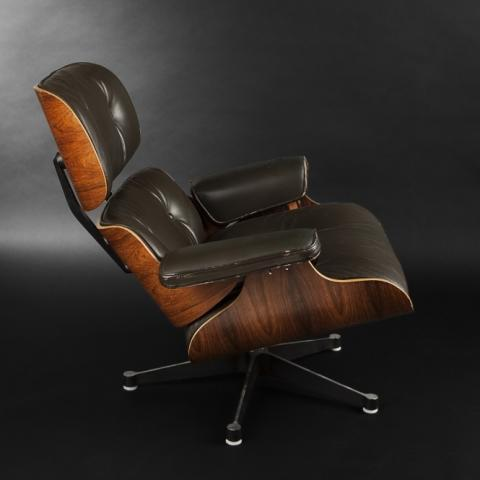 Expertissim : Charles & Ray EAMES. Fauteuil « Lounge Chair »