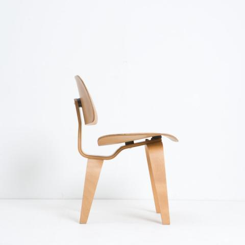 Charles & Ray Eames - DCW, Dining Chair Wood by Charles & Ray Eames for Sale at Deconet